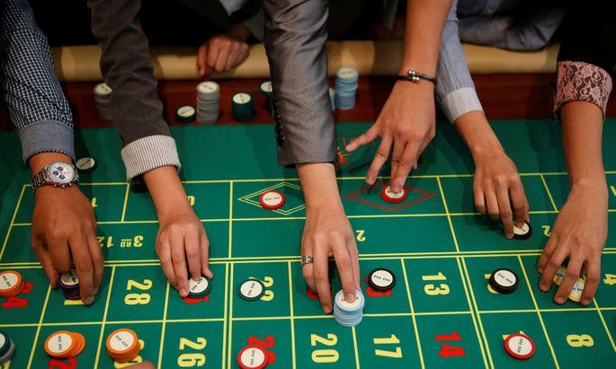Ein Rückzug auf Minderheitsbeteiligungen hilft, wie man im Fall der Casinos-Beteiligung sieht, auch nichts.
