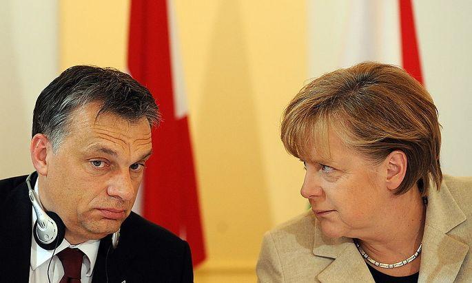 Orban und Merkel, Aufnahme von 2011