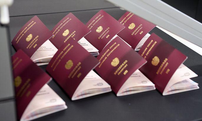 Österreichern türkischer Herkunft wurde ohne Möglichkeit auf Einspruch die Staatsbürgerschaft aberkannt. Sie wurden aufgefordert, ihren Reisepass zur Entwertung vorbeizubringen.