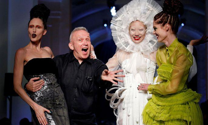 Jean-Paul Gaultier hört auf: Der berühmte Modeschöpfer verkündete seine Rückzug auf Twitter.