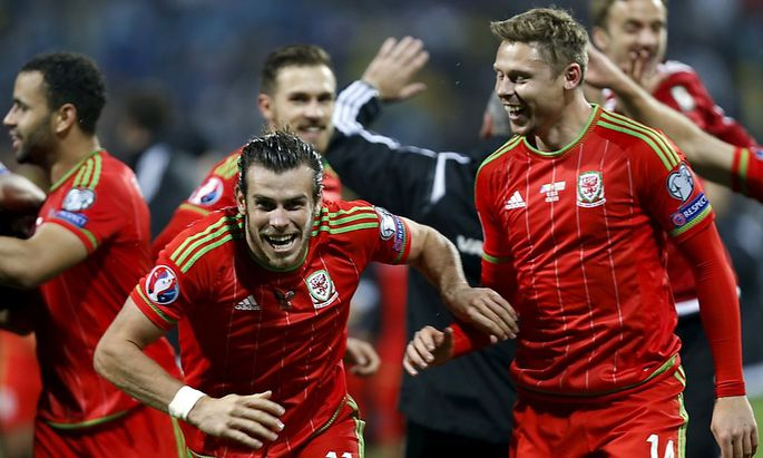 Wales' Gareth Bale and teammates celebrate after they qualified for Euro 2016 following their qualifying soccer match against Bosnia in Zenica