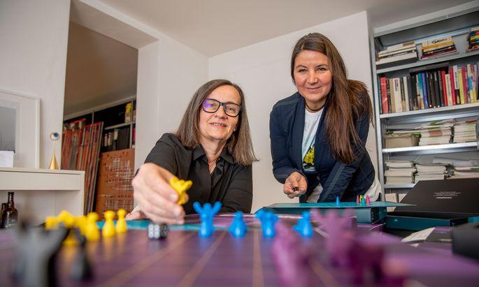 """""""El Sabio"""": Ingrid Sapp und Sabine Scheufele haben ein auf dem Ur-Schach basierendes Spiel entwickelt."""