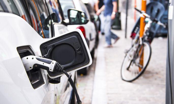 Regierungsziel: Eine Million E-Autos sollen bis 2022 durch Deutschland rollen.