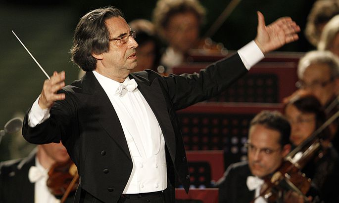 Italian director Riccardo Muti conducts a concert offered to the Pope by Italian President Giorgio Napolitano in Paul VI Hall at the Vatican