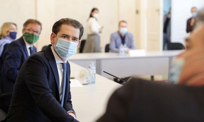 Kanzler Kurz und im Hintergrund Gesundheitsminister Anschober