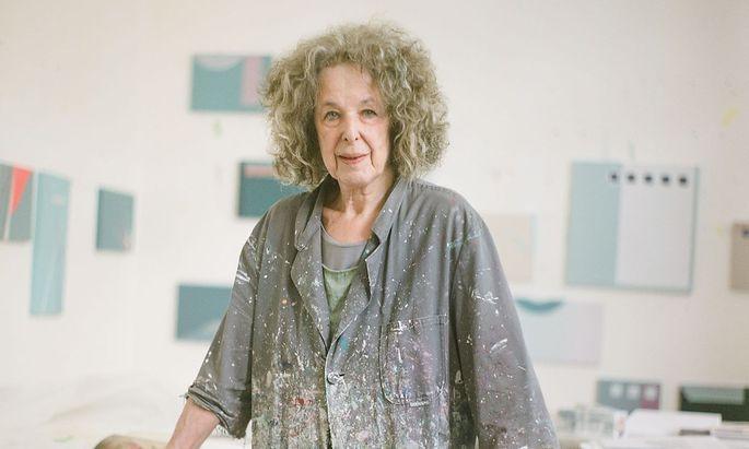 Tess Jaray in ihrem Atelier in London.