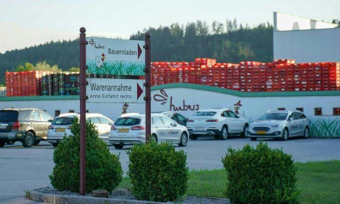 Hubers Landhendl ist einer von mittlerweile vier fleischverarbeitenden Betrieben in Oberösterreich, in denen Personal im Rahmen von freiwilligen Screenings positiv getestet wurde.