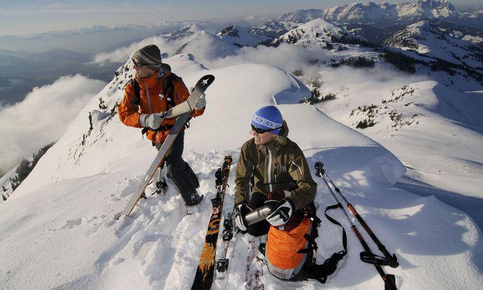 Nach Stunden ist der Gipfel erreicht, die Felle müssen runter.