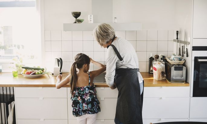 In der Familie funktioniert der Zusammenhalt der Generationen meist sehr gut. In der Gesellschaft sieht die Situation schon etwas anders aus.