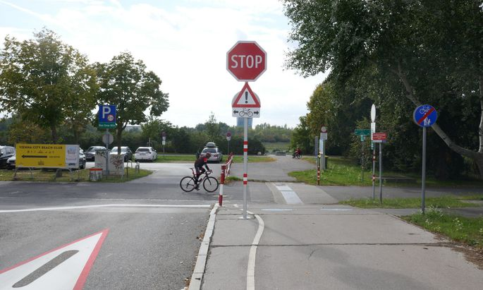 An dieser Stelle ereignete sich der Unfall: Die Autofahrerin fuhr geradeaus, der Radler kam von rechts.