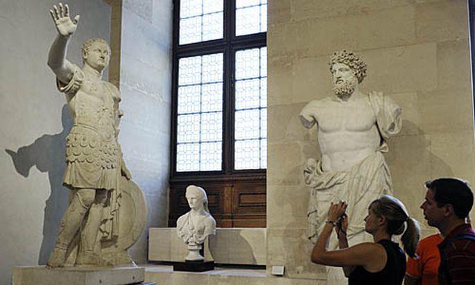 Statuen inder Antikensammlung des Louvre