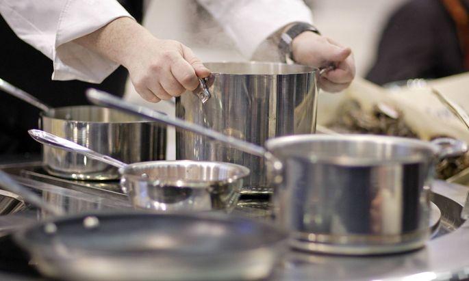 Kochtoepfe Koeln Deutschland Cooking pots Cologne Germany 17 11 2008 Koeln DEU Deutschl