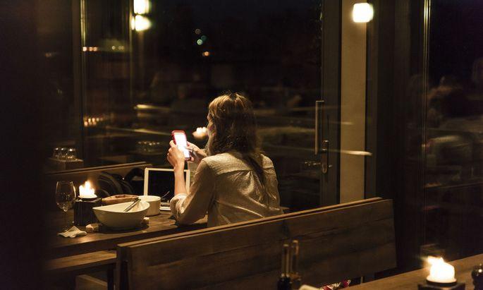 Ein Smartphone ist heute immer dabei. Filmen darf man aber trotzdem nicht alles.