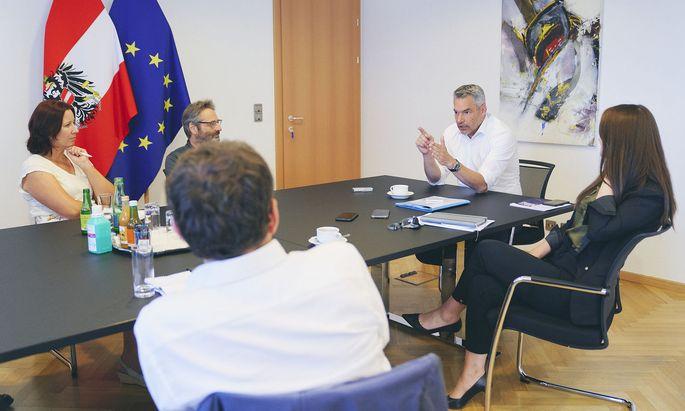 """Innenminister Karl Nehammer im Interview mit der """"Presse"""" und den Bundesländerzeitungen."""
