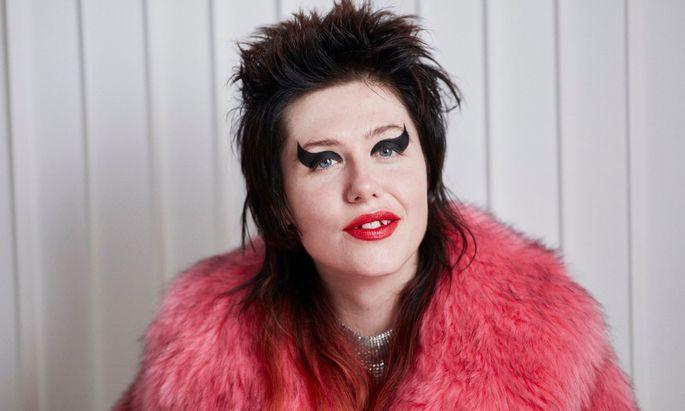 Gucci goes Punk. Die Sängerin Dani Miller wirbt jetzt für Lippenstift.