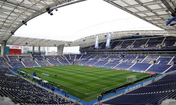 FILE PHOTO: Champions League Quarter Final Second Leg - FC Porto v Liverpool