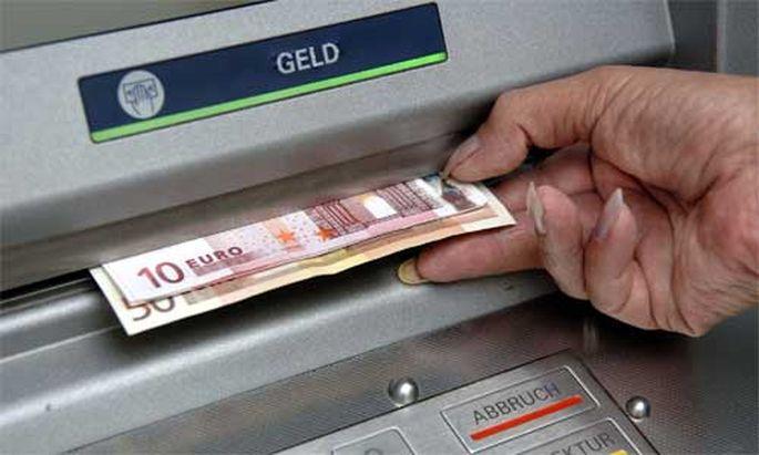 Estnische Bankomaten spucken FuenfEuroScheine