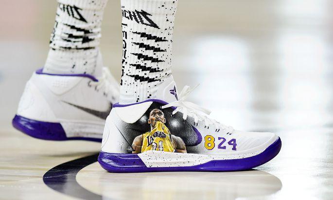 Kobe Bryant war omnipräsent. Auch auf den Schuhen eines Spielers beim All-Star-Promi-Spiel.