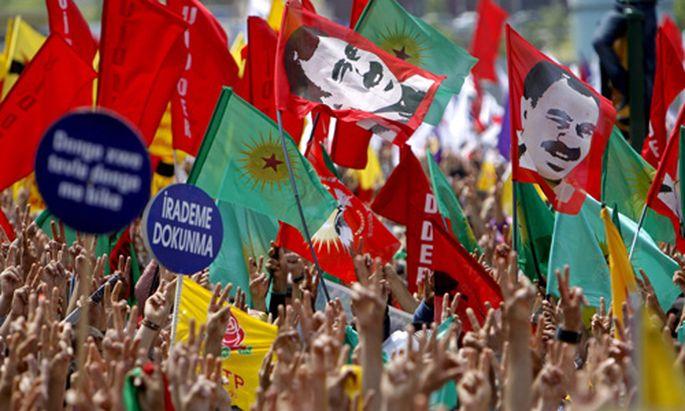 Türkisches Verfassungsgericht verbietet Kurdenpartei DTP (im Bild: eien DTP-Demonstration im Mai 2009)