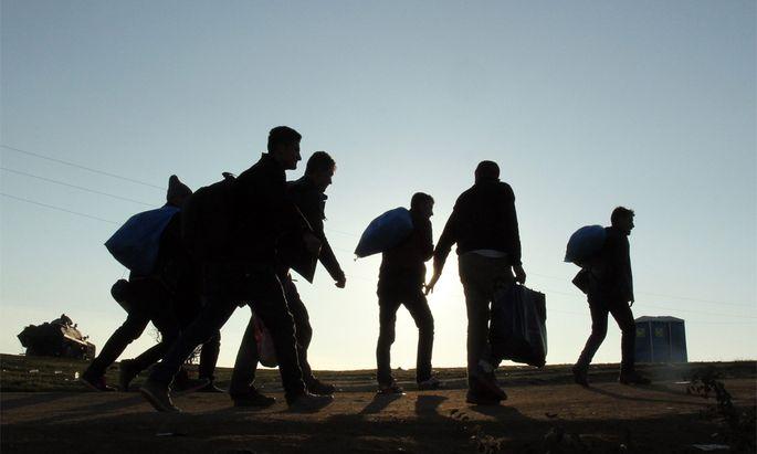 Flüchtlinge unterwegs nach Österreich.