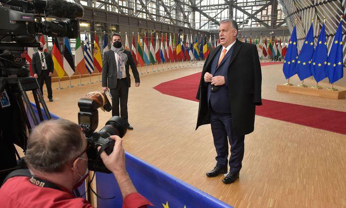"""""""Wir kämpfen heute für den Hausverstand"""": Ungarns Ministerpräsident, Viktor Orbán, bei seinem Eintreffen im Europäischen Rat in Brüssel am Donnerstag."""