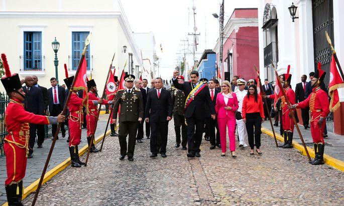 Nicolas Maduro will die Maßnahmen der USA konterkarieren und Handlungsfähigkeit beweisen.