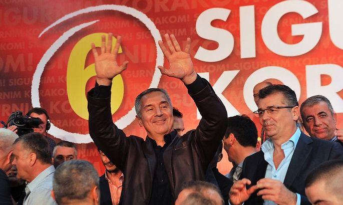 Djukanovic feiert seinen Wahlsieg.