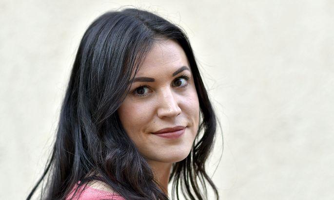 "Heute präsentiert Vea Kaiser ihren Roman ""Rückwärtswalzer""."