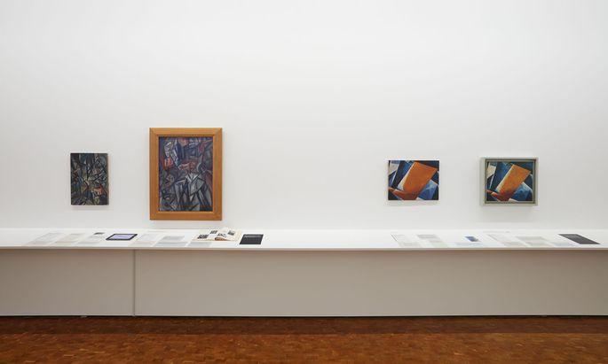"""Zweimal """"Malerische Architektonik"""" von Ljubow Popowa. Das linke Bild hängt in Köln, das rechte in Madrid. Welches von beiden ist eine Fälschung?"""