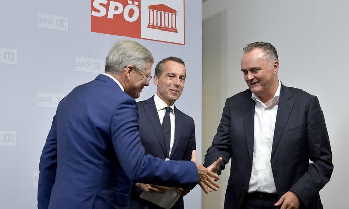 Die Parteiflügel einigten sich: Peter Kaiser (links), Hans Peter Doskozil (rechts) und Parteichef Christian Kern (Mitte) stellten gemeinsam das Programm zur Migration vor.