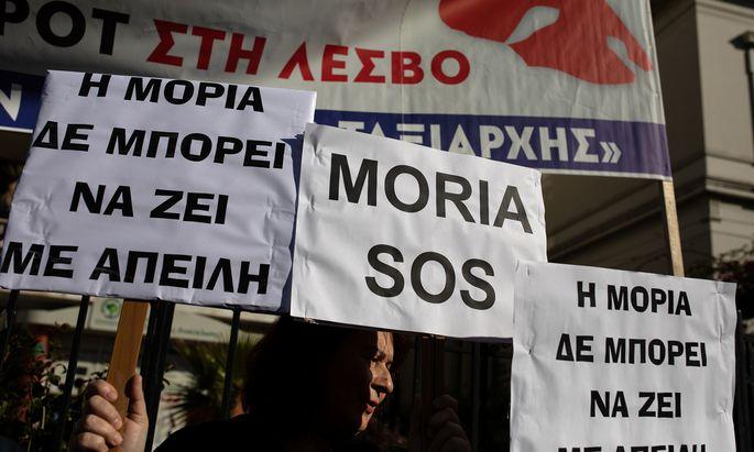 Demonstranten auf Lesbos.