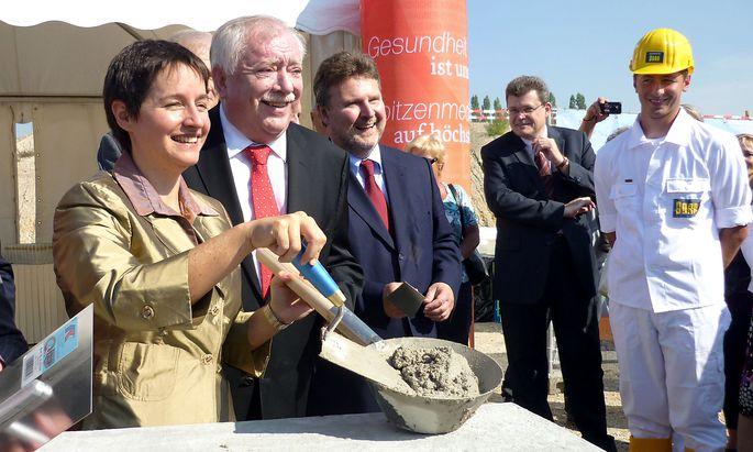 Bei der Grundsteinlegung im November 2016 gab es noch Grund zur Freunde für Wehsely, Häupl und den heutigen Bürgermeister Michael Ludwig.