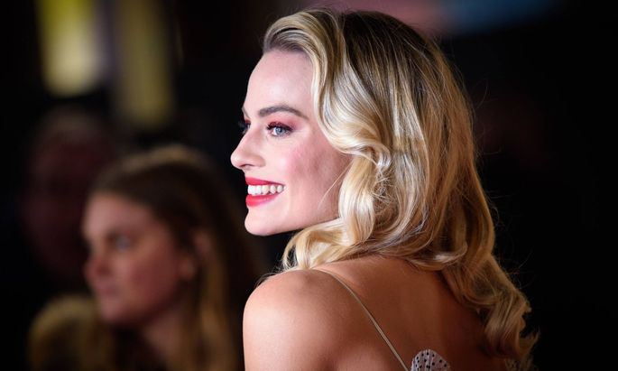 European premiere of Mary Queen of Scots London Margot Robbie attending the premiere of Mary Quee