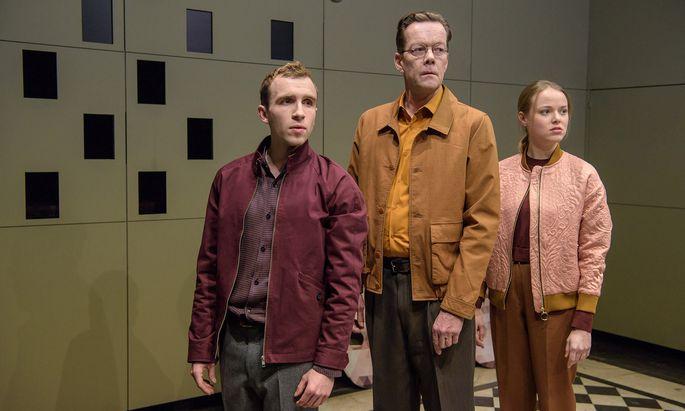 Trauerarbeit, von Tino Hillebrand, Marcus Kiepe und Marie-Luise Stockinger exzellent gespielt.