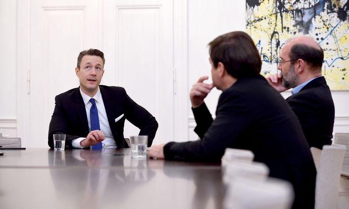 """Finanzminister Blümel wird im März erstmals Vater: """"Das wird die nachhaltigste Veränderung in meinem Leben, auf die ich mich schon sehr freue"""", meint er im Interview."""