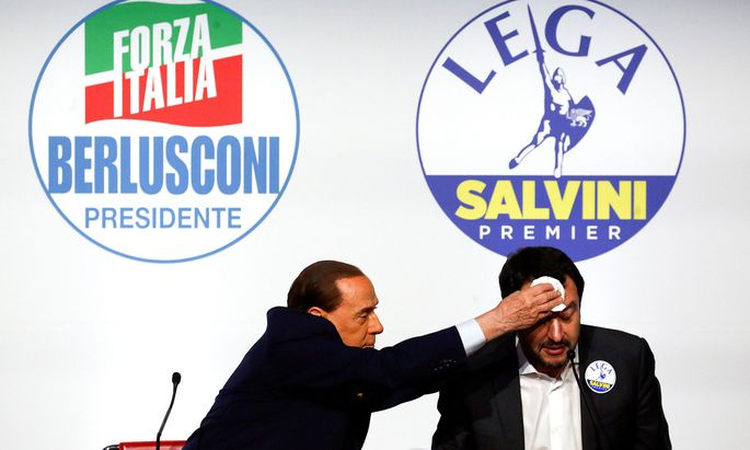 Schwierige Aufgabe: Silvio Berlusconi und sein Koalitionspartner Matteo Salvini (rechts) hoffen, Italien nach der Wahl am Sonntag zu regieren.
