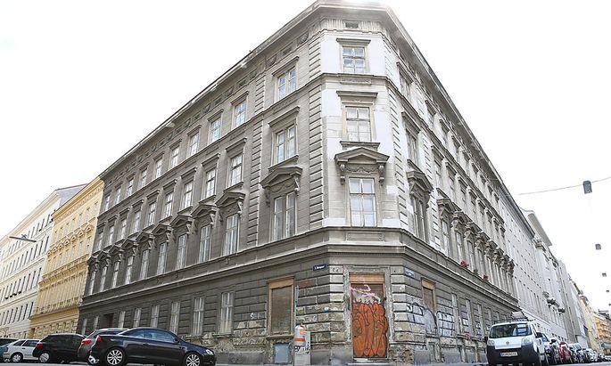 Das Haus war von 1929 bis 2001 in Stadt-Besitz. Es soll abgerissen werden.