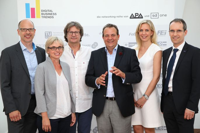 v.l.n.r.: Peter Gönitzer (Wien Energie), Julia Bock-Schappelwein (WIFO), Christian Huemer (TU Wien), Thomas Stern (Moderation, Braintrust), Eva-Maria Huysza (Dimension Data Austria), Gerhard Zakrajšek (IBM Österreich)