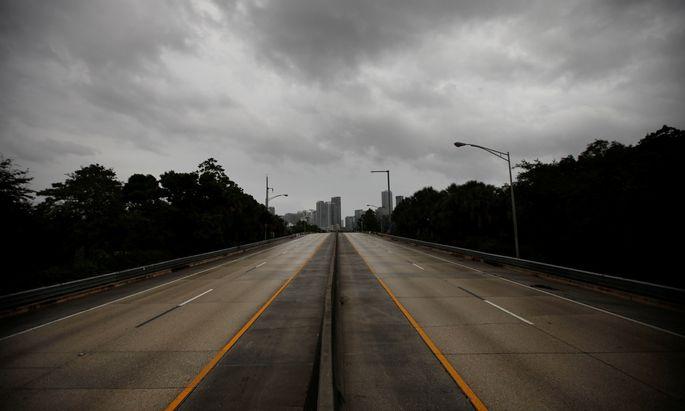 Die Leere vor dem Sturm. Mehrere Millionen Bürger Floridas haben sich vor dem Sturm nach Norden abgesetzt. Nun sind viele Straßen, hier nahe Miami, verwaist.