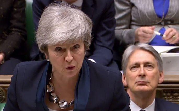 Theresa May spielt im Poker um den Austritt Großbritanniens aus der EU auf Zeit.