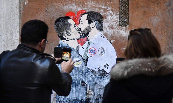 """Die Hochzeit der Populisten: So sieht dieser Künstler die neue """"Union"""" zwischen Lega-Chef Matteo Salvini und Fünf-Sterne-Vorsitzendem Luigi Di Maio."""