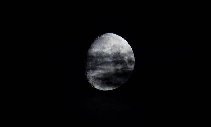 Mond am Nachhimmel