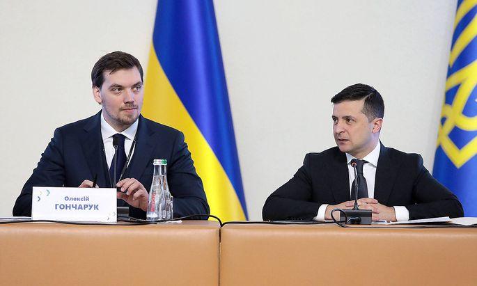 Olexii Gontscharuk und Wolodymyr Selenskij werden künftig nicht mehr am selben Regierungstisch sitzen.