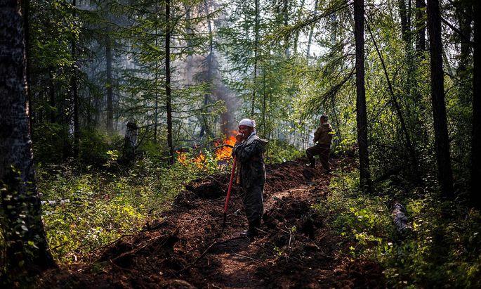 TOPSHOT-RUSSIA-FIRE-ENVIRONMENT-SCENE