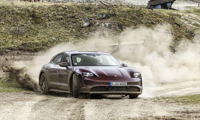 Mit gnädigen Regelsystemen ist Porsches Taycan Cross Turismo auch dem elektrischen Drift nicht abgeneigt.