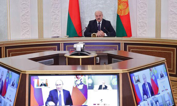 Weißrusslands Präsident Lukaschenko während einer Videokonferenz