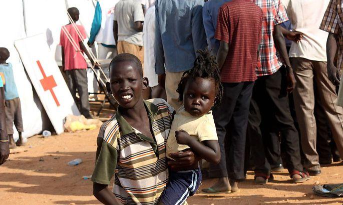 Die Lage im Südsudan wird zunehmend bedrohlicher. Tausende Menschen suchen nach UN-Angaben inzwischen Zuflucht in Lagern der Vereinten Nationen.