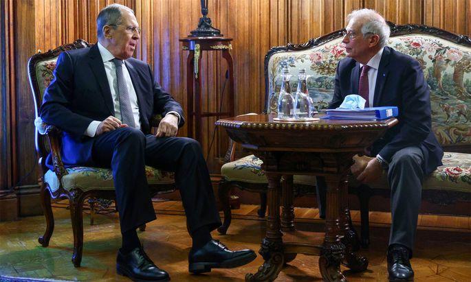 Josep Borrell mit Russlands Außenminister Sergej Lawrow.