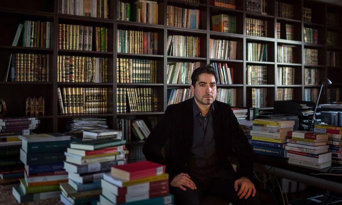 Er hat eine sympathische Botschaft, doch während Politik und Medien ihn hofieren, ist Mouhanad Khorchide innerislamisch nicht unumstritten.