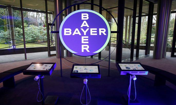 Negative Währungseffekte haben Bayer zum Jahresauftakt gebremst.